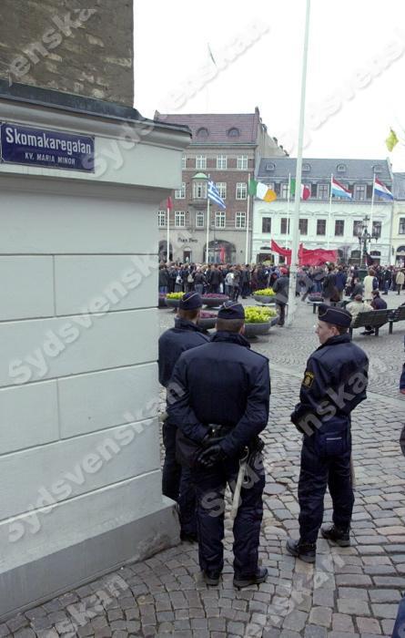 Polis bevakade djurrattsaktivister